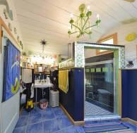 ron-corl-design-storybook-cottage-bathroom2-via-smallhousebliss
