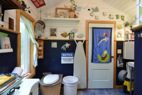 ron-corl-design-storybook-cottage-bathroom3-via-smallhousebliss