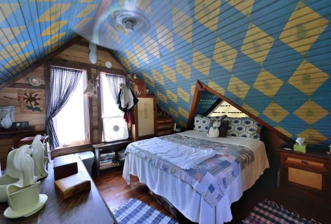 ron-corl-design-storybook-cottage-bedroom1-via-smallhousebliss