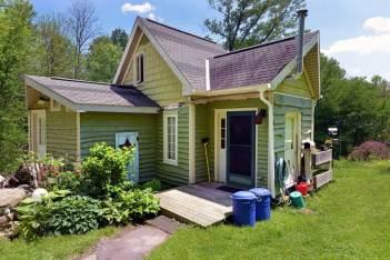 ron-corl-design-storybook-cottage-exterior3-via-smallhousebliss